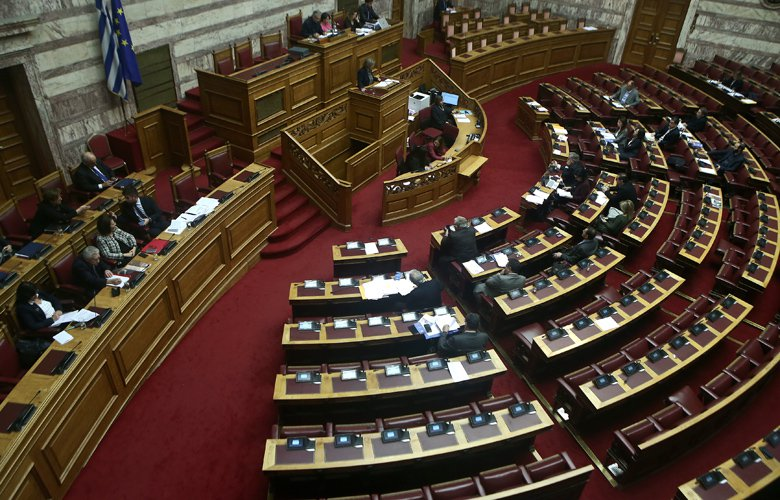 Ξεκίνησε στην Ολομέλεια της Βουλής η συνεδρίαση για τις γερμανικές αποζημιώσεις